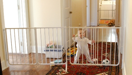 Extendable Baby Gate White 70 5 To 85 Inches Baby And Pet Gates